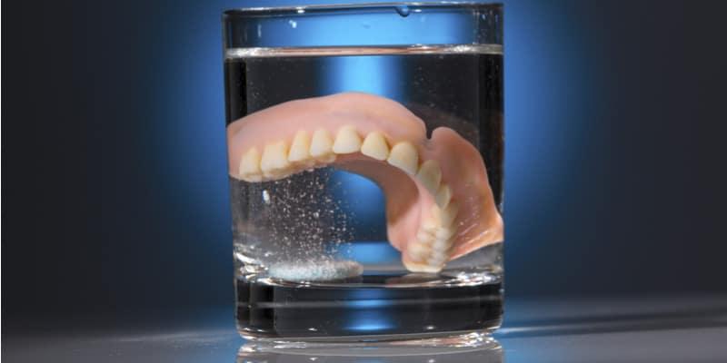 שיניים תותבות בגיל צעיר? יש דבר כזה