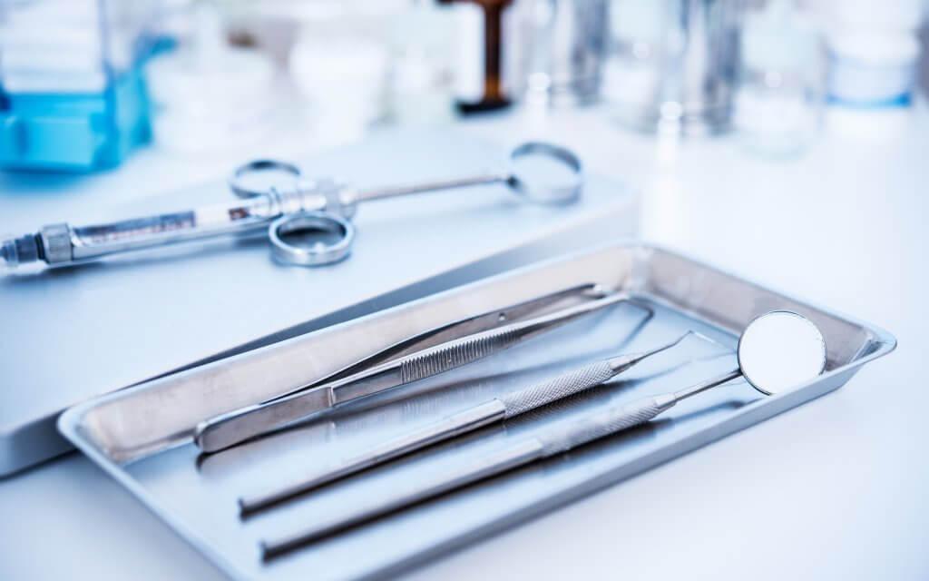 כלים לניתוחים מקדימים להכנת האזור להשתלת עצם בחניכיים