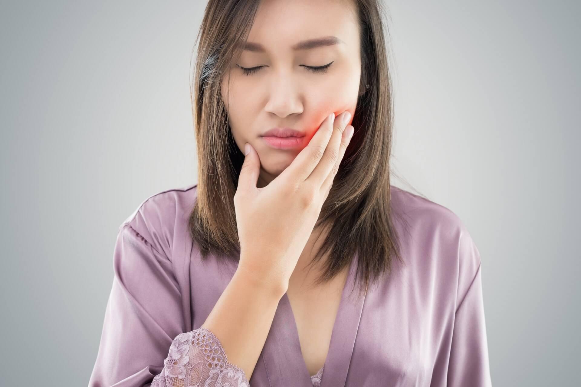 נפיחות לאחר השתלת שיניים